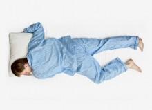 Dormire a pancia in giù: posizione a stella marina