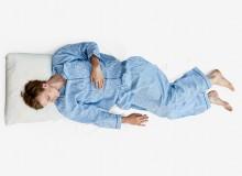 Dormire sul fianco: posizione a tronco