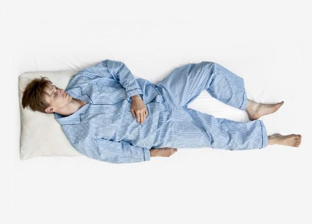 Dormire a pancia in su: posizione supina del soldato